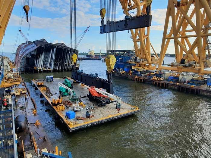 Barge between gantriess of VB-10000