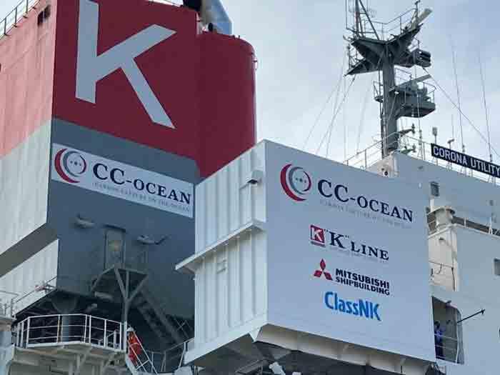 CO2 capture unit hoisted aboard ship
