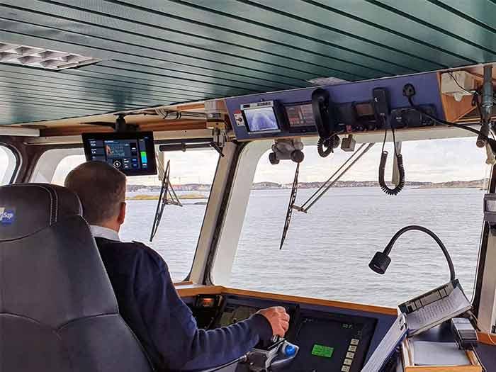 iHelm on vessel bridge
