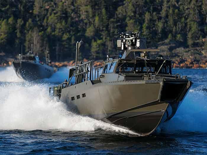 Fast assault craft on water