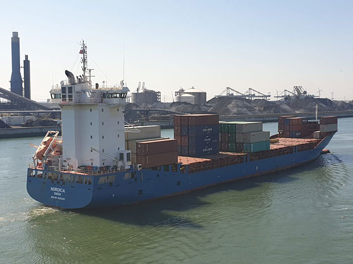 Blue containership to be fitted with CO2 capture solution