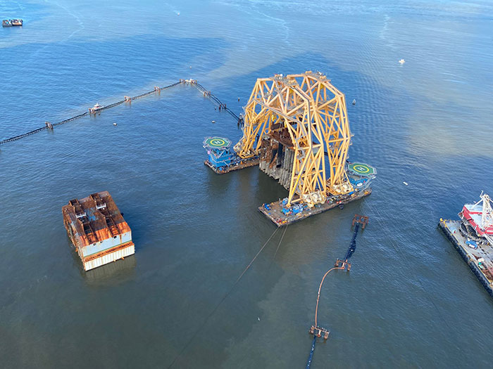 Heavy lift vessel holds section of Golden Ray wreck