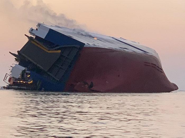 Goldem Ray following capsize