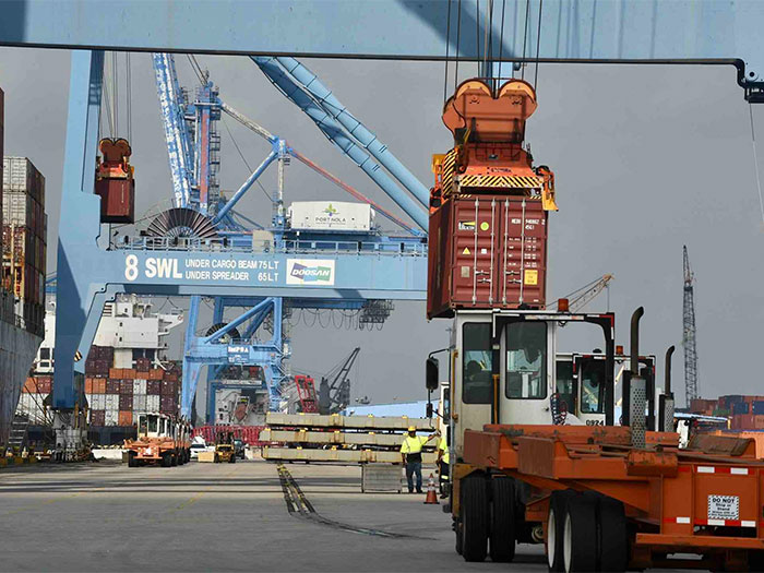 Container operations at Port NOLA