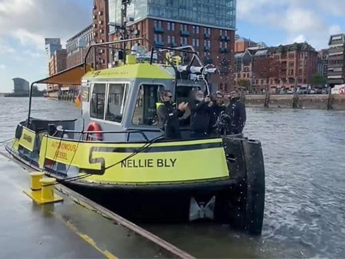 Autonomous tug in Hamburg